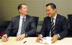<p>Financier and co-chairman of Bumi Plc Nathaniel Rothschild (L) sits with Bakrie & Brothers Chief Executive Officer Bobby Gafur Umar following an agreement between Bumi Resources and Vallar Plc in Singapore, in this handout photo dated November 15, 2010. REUTERS/Bakrie & Brothers/Handout</p>