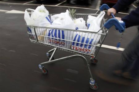 A man pushes a shopping trolley as he leaves a Tesco supermarket in Hendon, London January 12, 2010.  REUTERS/Stefan Wermuth