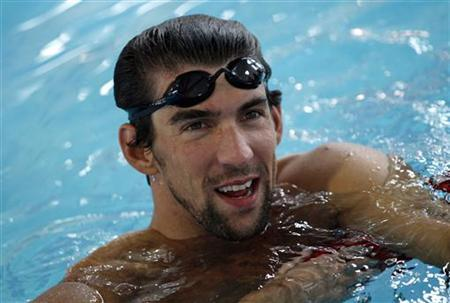 U.S. Olympic gold medallist swimmer Michael Phelps takes a break from a swim at New York's Chelsea Piers sports center September 27, 2011. REUTERS/Mike Segar