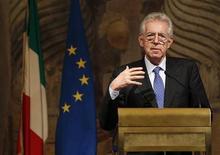 <p>Il presidente del Consiglio incaricato Mario Monti ieri a Palazzo Giustiniani. REUTERS/Tony Gentile</p>