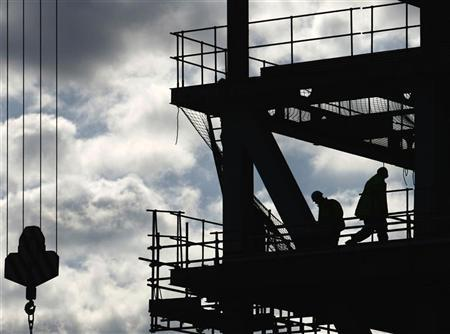 Workers are silhouetted on a construction site in London April 17, 2008. REUTERS/Luke MacGregor