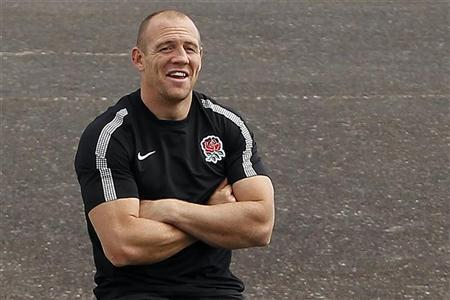 England's Mike Tindall takes part in a training session in Auckland October 6, 2011. England will play against France in their Rugby World Cup quarter-final match in Auckland on Saturday. REUTERS/Stefan Wermuth
