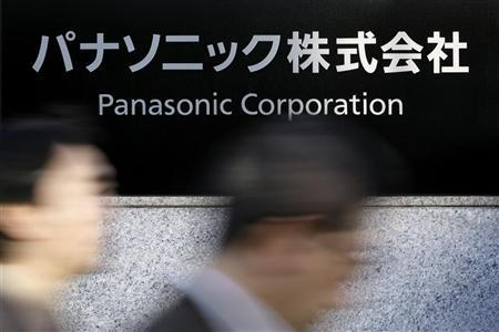 People walk past a Panasonic Corp signboard at the company's offices in Tokyo December 10, 2008. REUTERS/Stringer