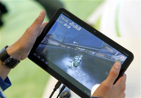 Diego Tellez of Universidad Autonoma de Baja California plays a jet skiing game on a Motorola Xoom tablet running Android 3.0 at the Google I/O Developers Conference in the Moscone Center in San Francisco, California, May 10, 2011. REUTERS/Beck Diefenbach