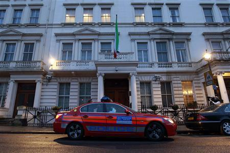 A police patrol car is deployed outside the Iranian Embassy in central London November 30, 2011. Britain said on Wednesday it had ordered the immediate closure of Iran's embassy in London and had closed its own embassy in Tehran after it was stormed by protesters. REUTERS/Stefan Wermuth