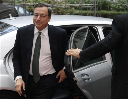 European Central Bank (ECB) President Mario Draghi arrives at a Eurogroup meeting at the European Union council headquarters in Brussels November 29, 2011. REUTERS/Yves Herman