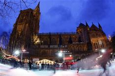 <p>Tourists enjoy ice skating near Strasbourg Cathedral as of part the traditional Christkindelsmaerik (Christ Child market), November 28, 2009. REUTERS/Vincent Kessler</p>