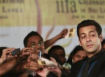 <p>Bollywood actor Salman Khan (R) reacts on the green carpet for the International Indian Film Academy (IIFA) awards in Colombo June 5, 2010. Colombo is playing host to the annual awards which are held in a different city each year -- a sign of Bollywood's efforts to broaden its global appeal. REUTERS/Dinuka Liyanawatte</p>