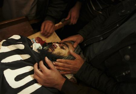 Palestinians look at the body of militant Momen Abu Daf during his funeral at a mosque in Gaza City December 30, 2011. REUTERS/Mohammed Salem