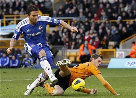 Wolverhampton Wanderers' Richard Stearman challenges Chelsea's Frank Lampard (L) during their English Premier League soccer match at Molineux in Wolverhampton, central England, January 2, 2012. REUTERS/Darren Staples