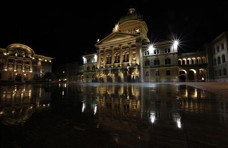 A general view of the Swiss Federal Palace (R ) and the building of the Swiss National Bank (SNB) in Bern October 7, 2011. REUTERS/Michael Buholzer