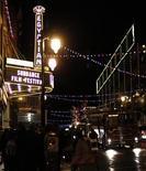 <p>Foto de archivo del teatro egipcio durante el Festival de Cine de Sundance en Park City, EEUU, ene 19 2012. El Festival de Cine de Sundance fue inaugurado con la proyección de cuatro películas, entre ellas un documental sobre la crisis inmobiliaria de Estados Unidos, el fracturado sueño americano y los valores perdidos por la debilidad de la economía. REUTERS/Mario Anzuoni</p>