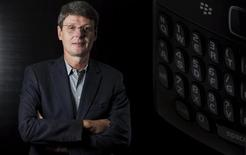 <p>Thorsten Heins va remplacer les deux co-PDG de Research In Motion (RIM), Mike Lazaridis et Jim Balsillie, qui ont quitté leurs fonctions. /Photo prise le 22 janvier 2012/REUTERS/Geoff Robins</p>