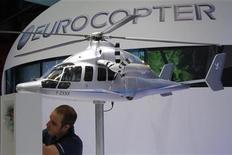 <p>Eurocopter, filiale d'EADS enregistre une hausse de ses ventes de 12,5% en 2011 malgré un recul de ses livraisons d'appareils, ainsi qu'un carnet de commandes en nette hausse. /Photo d'archives/REUTERS/Pascal Rossignol</p>