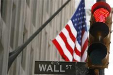<p>La Bourse de Wall Street a ouvert dans le rouge mardi, la difficulté des négociations entre la Grèce et ses créanciers privés prenant le pas sur les résultats d'entreprises jugés solides. Dans les premiers échanges, le Dow Jones cédait 0,59% à 12.634,39 points. /Photo d'archives/REUTERS/Lucas Jackson</p>