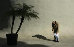 <p>An elderly man hugs a boy in the Andalusian capital of Seville January 18, 2012. REUTERS/Marcelo del Pozo</p>
