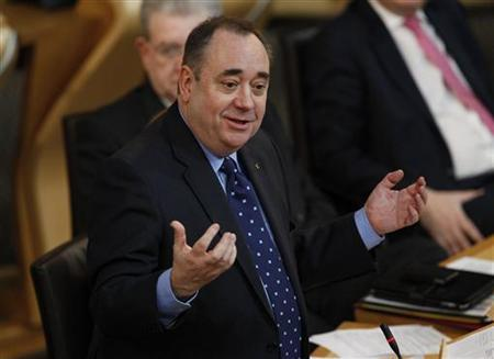 Scotland's First Minister Alex Salmond launches the Scottish government's consultation paper on an indedependence referendum, in the debating chamber of the Scottish Parliament in Edinburgh, Scotland January 25, 2012. REUTERS/David Moir