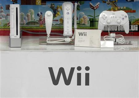 Nintendo's game consoles are displayed at an electronics shop in Tokyo June 6, 2011. REUTERS/Kim Kyung-Hoon