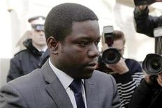 <p>UBS trader Kweku Adoboli leaves City of London magistrates' court in the City of London October 20, 2011. REUTERS/Andrew Winning</p>