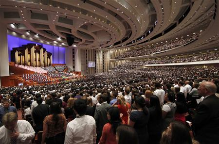 Thousand of faithful Mormons sing a song during the fourth session of the 181st Semiannual General Conference of the Church of Jesus Christ of Latter-day Saints in Salt Lake City, Utah, October 2, 2011. REUTERS/George Frey