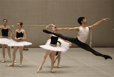 <p>Mario Labrador (R) from California takes part in a lesson at the Bolshoi Ballet Academy in Moscow January 30, 2012. REUTERS/Denis Sinyakov</p>