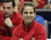 <p>Spain's team captain Arantxa Sanchez-Vicario reacts as she watches the play of team mate Silvia Soler-Espinosa against Russia's Svetlana Kuznetsova during their Fed Cup World Group First round tennis match in Moscow February 5, 2012. REUTERS/Grigory Dukor</p>