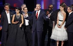 "<p>British actor Hugh Laurie accepts the award for Favorite TV Drama Actor for his role on ""House"" and also the award for Favorite TV Drama, with members of the cast, at the 2010 People's Choice Awards in Los Angeles January 6, 2010. REUTERS/Lucy Nicholson</p>"
