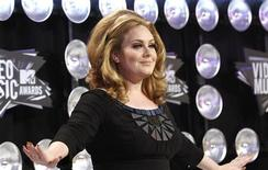 <p>British singer Adele poses on arrival at the 2011 MTV Video Music Awards in Los Angeles August 28, 2011. REUTERS/Mario Anzuoni</p>