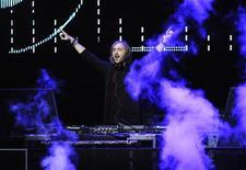 <p>David Guetta performs at the 102.7 KIIS FM's Jingle Ball 2011 in Los Angeles December 3, 2011. REUTERS/Phil McCarten</p>