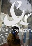 <p>France Télécom a conclu un accord prévoyant le rachat de la majeure partie des parts détenues par l'homme d'affaires Naguib Saouiris au sein de leur coentreprise égyptienne Mobinil dans le cadre d'une opération représentant un investissement de 1,5 milliard d'euros pour le groupe, selon les calculs de Reuters. /Photo d'archives/REUTERS/Eric Gaillard</p>