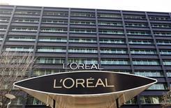 <p>L'Oréal a annoncé lundi la fin du mandat d'administrateur de Liliane Bettencourt, remplacée au conseil par l'un de ses petit-fils, Jean-Victor Meyers. /Photo d'archives/REUTERS/Charles Platiau</p>