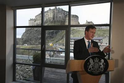Cameron urges Scots to stay in UK by offering more