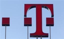 <p>Deutsche Telekom a accusé une perte nette de 1,3 milliard d'euros au quatrième trimestre en raison des dépréciations passées sur ses activités aux Etats-Unis et en Grèce. /Photo d'archives/REUTERS/Ina Fassbender</p>