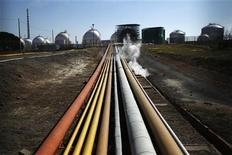<p>Gazoducs. Le Fonds monétaire international (FMI) a mis en garde vendredi sur les risques que fait peser sur l'économie mondiale la hausse des prix du pétrole alimentée par les tensions entre l'Iran et les Occidentaux autour des ambitions nucléaires de la république islamique. /Photo prise le 10 février 2012/REUTERS/Rafael Marchante</p>