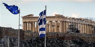 <p>La Grèce a officiellement lancé vendredi son offre d'échange de dette pour les porteurs privés d'obligations dans le cadre du deuxième plan de sauvetage de 130 milliards d'euros qui lui a été consenti. /Photo d'archives/REUTERS/Yannis Behrakis</p>
