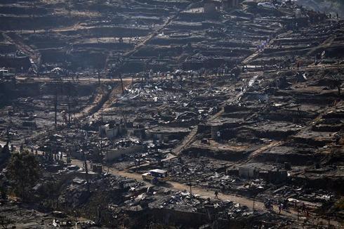 Fire razes refugee camp
