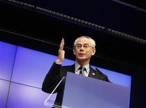 <p>Le président du Conseil européen Herman Van Rompuy a mis en garde dimanche contre toute autosatisfaction dans la gestion de la crise de la dette en zone euro et a souligné la nécessité de respecter les règles budgétaires et de réduire les déficits. /Photo prise le 2 mars 2012/REUTERS/Sébastien Pirlet</p>
