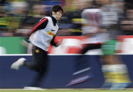 Manchester United's Park Ji-Sung warms up as a substitute during their Premier League match against Norwich City at Carrow Road in Norwich, February 26, 2012. REUTERS/Darren Staples