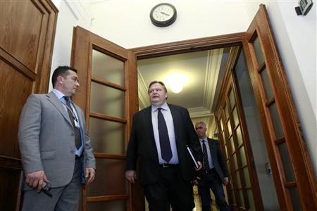 Greece's Finance minister Evangelos Venizelos arrives for a cabinet meeting at the parliament in Athens March 8, 2012. Greece moved closer on Thursday to concluding a bond swap with private creditors that it needs to stave off an immediate messy default and buy time to repair its exhausted economy. REUTERS/John Kolesidis