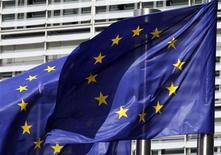 <p>Les ministres des Finances de l'Union européenne ont convenu mardi de suspendre une aide de 495 millions d'euros destinée à la Hongrie à partir de 2013 en raison de son manque de maîtrise de budget et ils décideront en juin si le pays a fait suffisamment pour échapper à cette sanction, ont déclaré des diplomates et de hauts fonctionnaires. /Photo d'archives/REUTERS/Thierry Roge</p>