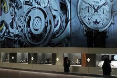 <p>Les fabricants de montres misent sur une croissance à deux chiffres de l'horlogerie suisse aux Etats-Unis cette année, reprenant confiance dans la première économie mondiale qui donne des signes d'embellie. /Photo prise le 7 mars 2012/REUTERS/Christian Hartmann</p>