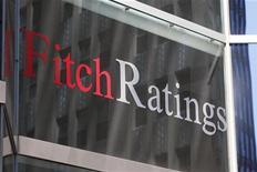 <p>Fitch Ratings a relevé la note de crédit de la Grèce à B- avec une perspective stable, tout en soulignant que le risque d'un défaut de la République hellénique ne pouvait pas être écarté en raison des défis économiques que le pays doit encore affronter. /Photo d'archives/REUTERS/Jessica Rinaldi</p>