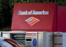 <p>Les grandes banques américaines continueront dans leur majorité à détenir suffisamment de fonds propres, même si elle devaient souffrir d'un choc financier avec un taux de chômage de 13% et une chute de 21% des prix du logement, selon la Réserve fédérale des Etats-Unis. Le ratio Tier One de Bank of America ressort à 6,2%. /Photo prise le 18 janvier 2012/REUTERS/Chris Keane</p>