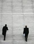 <p>Hommes d'affaires dans le quartier de la Défense en région parisienne. Le nombre de créations d'entreprises en France a baissé en février de 3,3% par rapport au mois précédent, selon des données publiées mercredi par l'Insee. /Photo d'archives/REUTERS/John Schults</p>