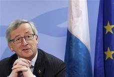 <p>Dans un communiqué, le président de l'Eurogroupe Jean-Claude Juncker annonce que les pays de la zone euro ont officiellement approuvé mercredi un deuxième plan d'aide, de 130 milliards d'euros, qui permettra à la Grèce de se financer jusqu'en 2014. /Photo prise le 2 mars 2012/REUTERS/Yves Herman</p>