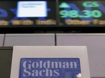 <p>Un banquier de Goldman Sachs a lancé mercredi une violente charge contre la banque américaine, en publiant dans la presse sa lettre de démission qui critique la manière dont les responsables du groupe considèrent la clientèle. /Photo prise le 18 janvier 2012/REUTERS/Brendan McDermid</p>
