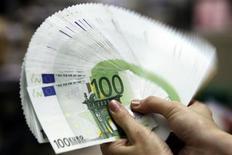 <p>Les autorités de régulation du secteur bancaire devraient accorder aux banques une souplesse accrue pour respecter les nouvelles obligations en matière de liquidités, selon plusieurs sources proches des discussions. /Photo d'archives/REUTERS/Pichi Chuang</p>