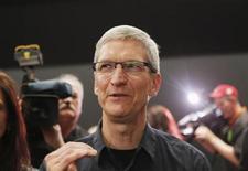 <p>El presidente ejecutivo de Apple, Tim Cook, tras la presentación del nuevo iPad en San Francisco, mar 7 2012. El presidente ejecutivo de Apple, Tim Cook, viajó a China para reunirse con funcionarios de Gobierno y aclarar una serie de problemas en el mercado de mayor crecimiento de la firma. REUTERS/Robert Galbraith</p>