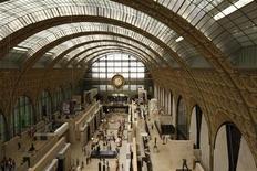 <p>Vue du musée d'Orsay, à Paris. Un an après le lancement d'Art Project, une plate-forme internet qui vise à faire découvrir une sélection d'oeuvres d'art numérisées en très haute résolution, Google met en ligne ce mardi une nouvelle version de ce site avec 31.000 oeuvres. Outre le château de Versailles, partenaire du projet depuis ces débuts, cinq autres sites français participent à l'opération: le musée d'Orsay, le musée de l'Orangerie, le château de Fontainebleau, le musée du Quai Branly et le château de Chantilly. /Photo d'archives/REUTERS/Benoît Tessier</p>