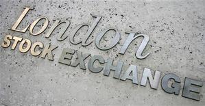<p>Les actionnaires de London Stock Exchange ont avalisé mardi l'achat de la chambre de compensation LCH.Clearnet. /Photo d'archives/REUTERS/Luke MacGregor</p>